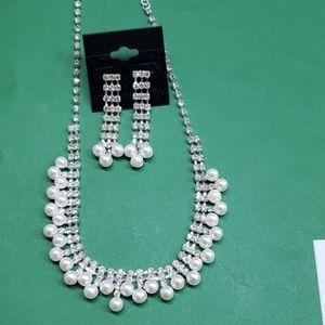 Jewelry - Silver rhinestone pearl necklace set , new